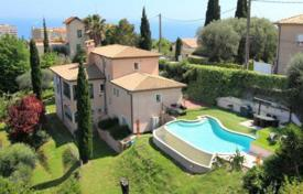 4 bedroom houses for sale in Côte d'Azur (French Riviera). Lovely family house in absolute calm