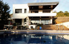 Luxury 5 bedroom houses for sale in Costa del Garraf. Modern villa with a beautiful garden, an outdoor pool and a terrace overlooking the sea, Sitges, Spain