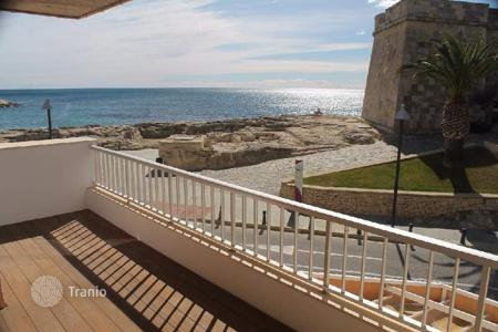 1 bedroom apartments by the sea for sale in Costa Blanca. 1 bedroom refurbished apartment with spacious terrace with panoramic sea views just a few steps to the sea in Moraira