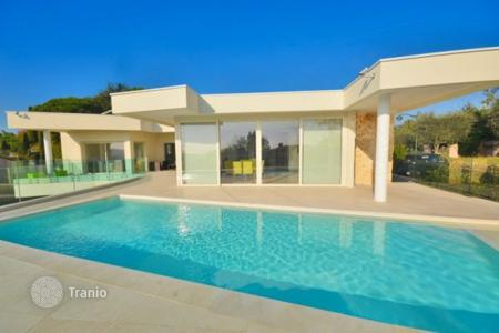 Luxury 4 bedroom houses for sale in Biot. Villa – Biot, Côte d'Azur (French Riviera), France