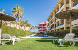 4 bedroom apartments for sale in Spain. Fabulous 3rd floor apartment with a double aspect conveniently located in the Marina de Sotogrande