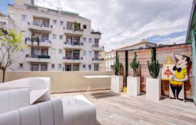 Coastal apartments for sale in Côte d'Azur (French Riviera). New furnished apartment with a spacious terrace and a balcony, near the sea, Nice, France