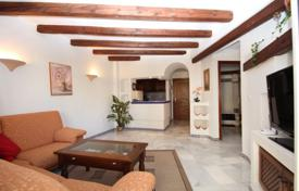 2 bedroom apartments by the sea for sale in Alicante. Two-bedroom apartment in a modern complex 200 meters from the sea, Torrevieja, Alicante, Spain