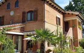 6 bedroom houses for sale in Chiusi. Three-storey brick house with a pool in Chiusi, Tuscany, Italy