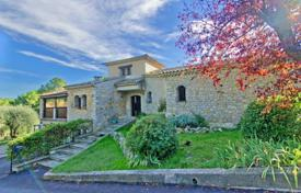 6 bedroom houses for sale in Provence - Alpes - Cote d'Azur. Two-storey stone villa with a private plot, a swimming pool and a garage in a quiet area, Mougins, France