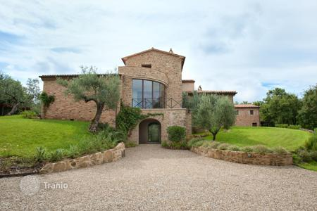 Luxury houses for sale in Perugia. Spacious villa in Perugia, Italy