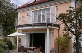 3 bedroom houses for sale in Bavaria. Elite cottage with a terrace, a balcony and a large garden, Munich, Bavaria, Germany
