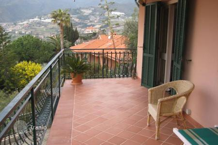 Luxury residential for sale in Ospedaletti. Secluded villa in Ospedaletti, Italy. Panoramic views of the sea, spacious terraces, large garden