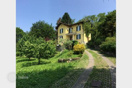 3 bedroom houses for sale in Italy. Villa – Lombardy, Italy
