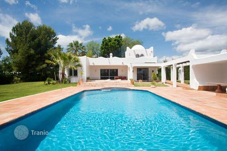 3 bedroom houses for sale in Estepona. Villa – Estepona, Andalusia, Spain