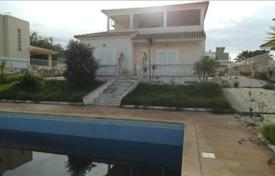 Bank repossessions property overseas. Villa with a veranda near to the beach, Albufeira, Portugal
