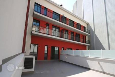 Apartments for sale in Esplugues de Llobregat. Spacious apartments in a new building, the area of L'Hospitalet de Llobregat, Barcelona