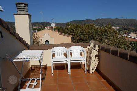 Residential for sale in Tiana. House for sale in Tiana with a spacious garden and beautiful sea and mountains views!