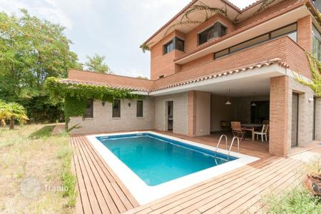 Property for sale in Cerdanyola del Vallès. Villa – Cerdanyola del Vallès, Catalonia, Spain