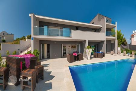 4 bedroom villas and houses by the sea to rent in Croatia. Villa – Rogoznica, Sibenik-Knin, Croatia