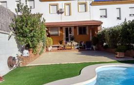 Townhouses for sale in Costa del Sol. Townhouse with a private garden and a swimming pool, Montejoque, Spain