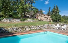 Residential for sale in Castellina In Chianti. Estate with swimming pool in Chianti, Tuscany