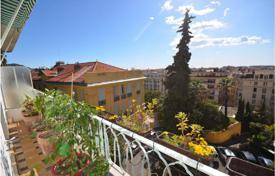 Large 2 room apartment with balcony and panoramic view at the bottom of Cimiez for 350,000 €