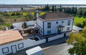 Property for sale in Tavira. Renovated Portuguese house with 4 bedrooms, independent annex and sea views, in Tavira