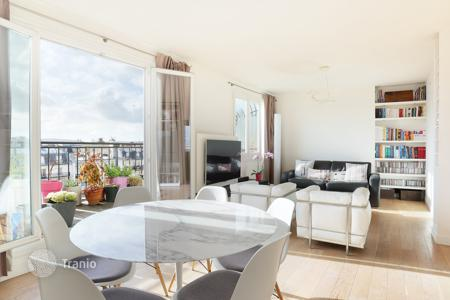 1 bedroom apartments for sale in Paris. Paris 16th District – An over 60 m² apartment commanding exceptional views