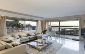 Luxury 5 bedroom apartments for sale in Côte d'Azur (French Riviera). Unique apartment with a spacious terrace and stunning sea views, La Californie, Cannes, France
