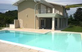 Luxury 3 bedroom houses for sale in Lake Garda. New spacious villa with a pool, a garden and a garage, Padenghe sul Garda, Italy