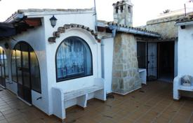 Cheap houses for sale in Moraira. 2 bedrooms villa with terrace and garden, close to amenities, in Moraira