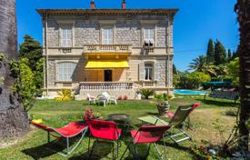 Residential for sale in Cimiez. Magnificent Belle Epoque residence with villa for friends