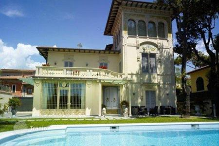 Villas and houses by the sea for rent with swimming pools in Italy. Villa – Marina di Pietrasanta, Tuscany, Italy