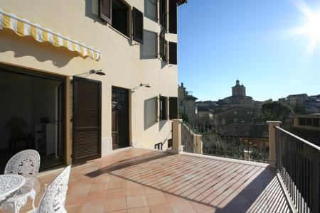 3 bedroom houses for sale in Marche. Restored 3 bedroom townhouse with garden and beautiful views in the medieval town