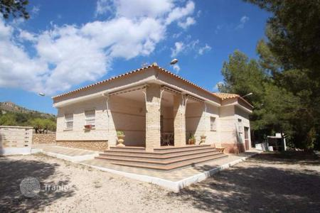 Cheap 4 bedroom houses for sale in Valencia. Villa of 4 bedrooms with private Pool, BBQ-area and large plot in Petrer