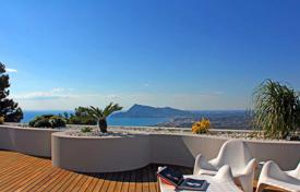Apartments with pools for sale in Altea. Luxury penthouse apartment with sea views in Altea