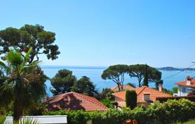 Apartments for sale in Èze. Apartment in a villa with a panoramic view