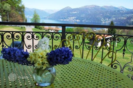 Coastal houses for sale in Lombardy. Villa with garden and the lake view, a few minutes from Lake Maggiore and the city of Luino surrounded by greenery, in Brezzo di Bedero