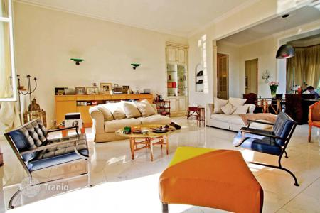 3 bedroom apartments for sale in Cannes. Bourgoies style close to the beach
