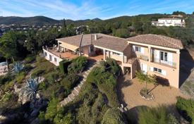 Luxury houses for sale in Roquebrune-sur-Argens. Beautiful villa with a guest house, a landscaped territory and a swimming pool, Roquebrune-sur-Argens, France
