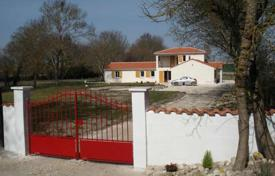 Property for sale in Aquitaine. Individually designed house and gite