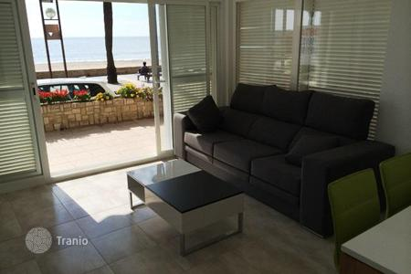 Coastal property for sale in Costa Dorada. Furnished apartment on the seafront in Salou, Costa Dorada