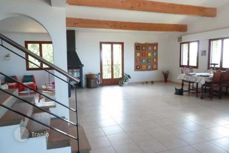 4 bedroom houses for sale in Languedoc-Roussillon Midi-Pyrenees. Villa – Languedoc-Roussillon Midi-Pyrenees, France
