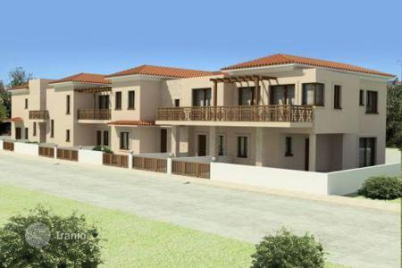 Cheap townhouses for sale in Chloraka. Located in the heart of Chlorakas vilage this recently built project is just a stones thro