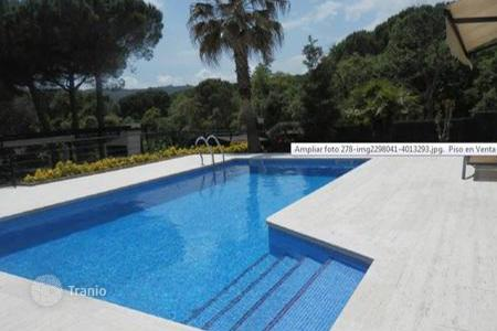4 bedroom houses for sale in Costa Brava. Beautiful villa on the fashionable Mediterranean resort of Castell de Aro, Spain