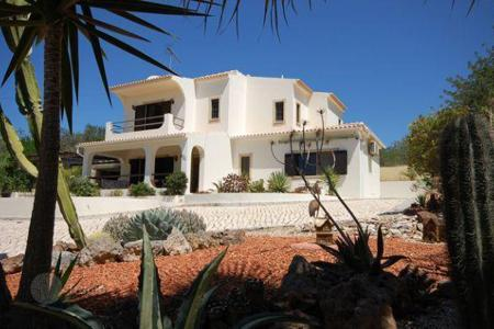 Houses for sale in Portugal. Two-level villa in Albufeira