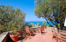 Luxury residential for sale in Porto Santo Stefano. Prestigious villa for sale in one of the most evocative and beautiful parts of Monte Argentario, close to Porto Santo Stefano