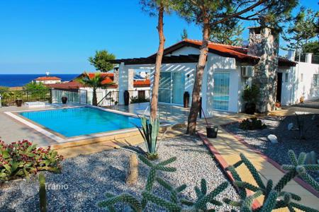 Houses with pools for sale in Kyrenia. Detached house – Kyrenia, Cyprus
