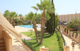 2 bedroom apartments by the sea for sale in Dehesa de Campoamor. Two-bedroom apartment only 200 meters from the sandy beach in Dehesa de Campoamor, Alicante, Spain