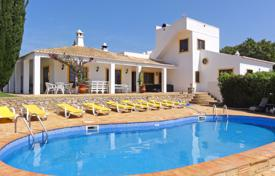 5 bedroom houses for sale in Algarve. Traditional quinta on a 3 ha plot next to Santo Estevão