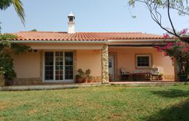 3 bedroom houses for sale in Faro. Three bedroom villa with swimming pool in Senhora do Verde, Portimao, West Algarve