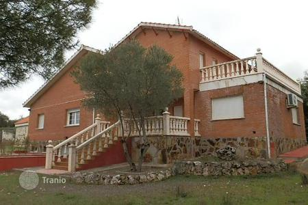Foreclosed 6 bedroom houses for sale in Southern Europe. Villa – Pioz, Castille La Mancha, Spain