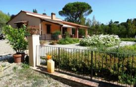 Houses with pools for sale in Florence. Renovated villa with a swimming pool and a garden, Florence, Italy