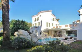 6 bedroom villas and houses to rent in Côte d'Azur (French Riviera). Cap d'Antibes Villa to rent